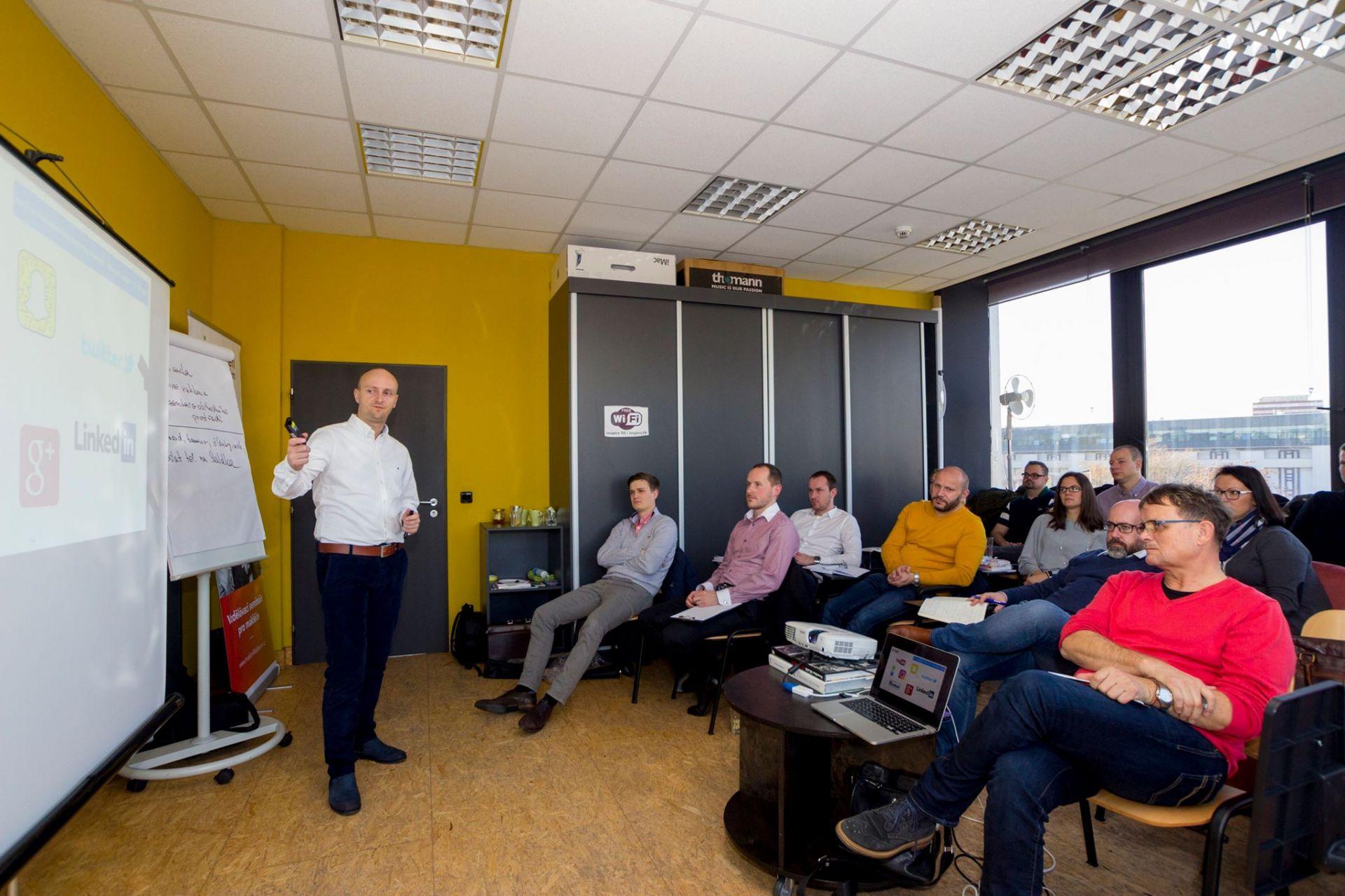 Obr.1 Workshop s Michalom Součkom v Prahe. (Podnikateľské techniky makléra - Makléri maklérom)